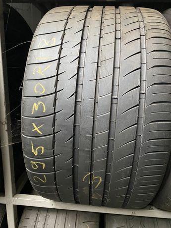 295/30/18 Michelin