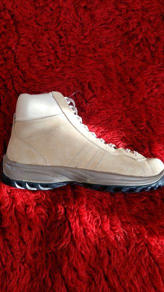 Обувки маратонки