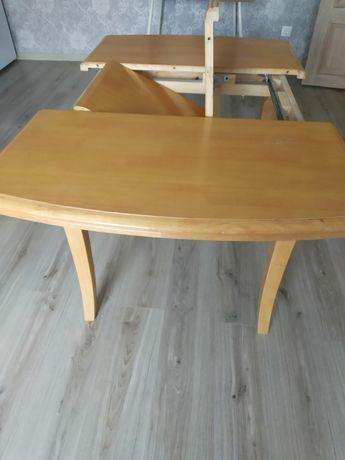 Продается б/у стол из массива дерева.