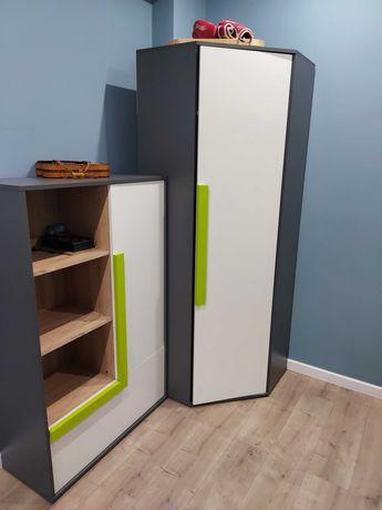 Угловой шкаф и небольшой шкаф
