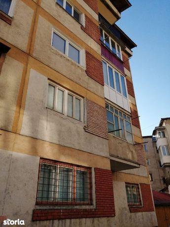 Apartament 2 camere decomandat, central - str. Zorilor, Borsa