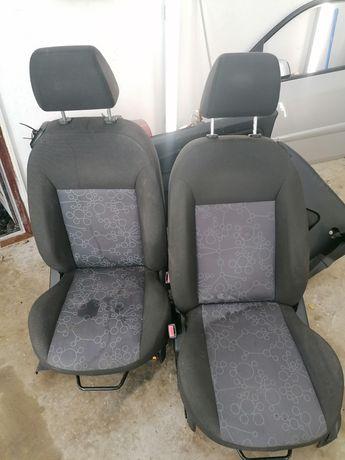Interior scaune banchete Ford Fiesta V 2 uși