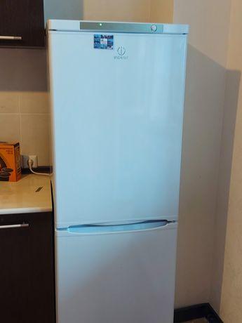 Продам холодильник марки Indezit