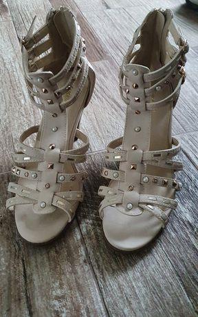 Sandale impecabile