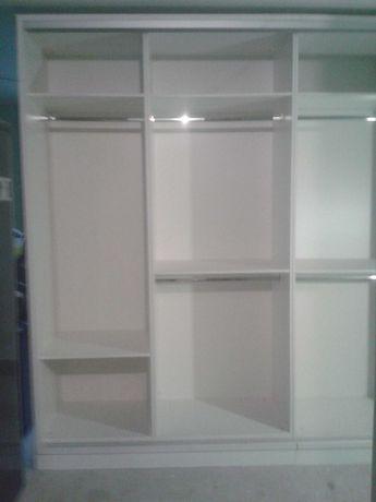 3-х метровое шкаф-купе с зеркальными дверями