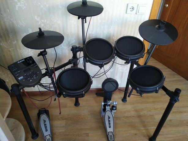 Ударная установка Alesis Nitro Mesh Kit Black, электронные барабаны