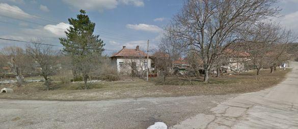 Къща с голям двор ! с. Черкаски...На 10 км от Вършец ! Ако търсите спо
