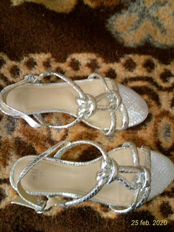 Sandale H&M noi comode
