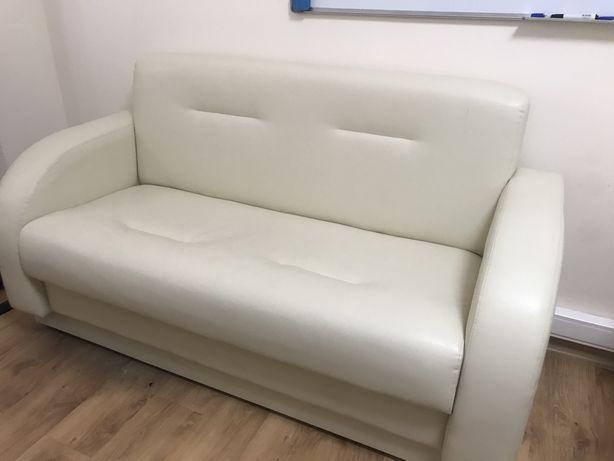 Продам офисную мебель диван и кресла