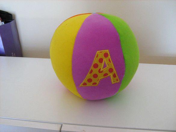 Плюшена играчка топка