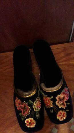 Papuci de casa , din catifea ,bleomarin cu paiete si margele