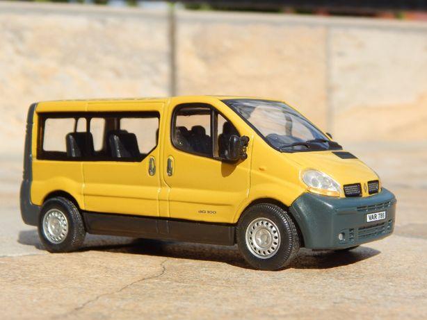 Macheta microbuz transport persoane Renault Trafic II 2001 1:43 +cutie