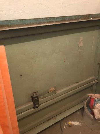 Продам дверь-тяжелый металл качественный советский