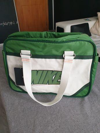 Чанта Nike