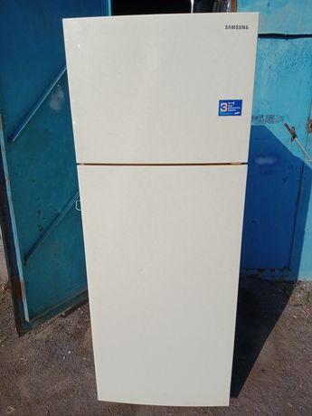 Продам холодильник широкий
