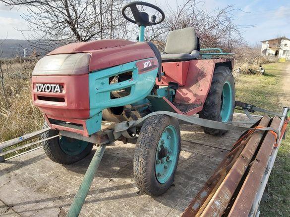 Продавам малък трактор