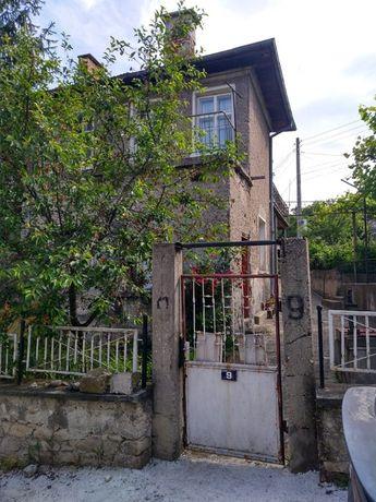 Апартамент от вила/къща + лятна кухня + малко дворче в Момин проход