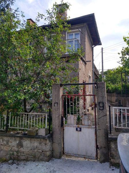Апартамент от къща + лятна кухня + дворче в Момин проход Костенец гр. Момин проход - image 1
