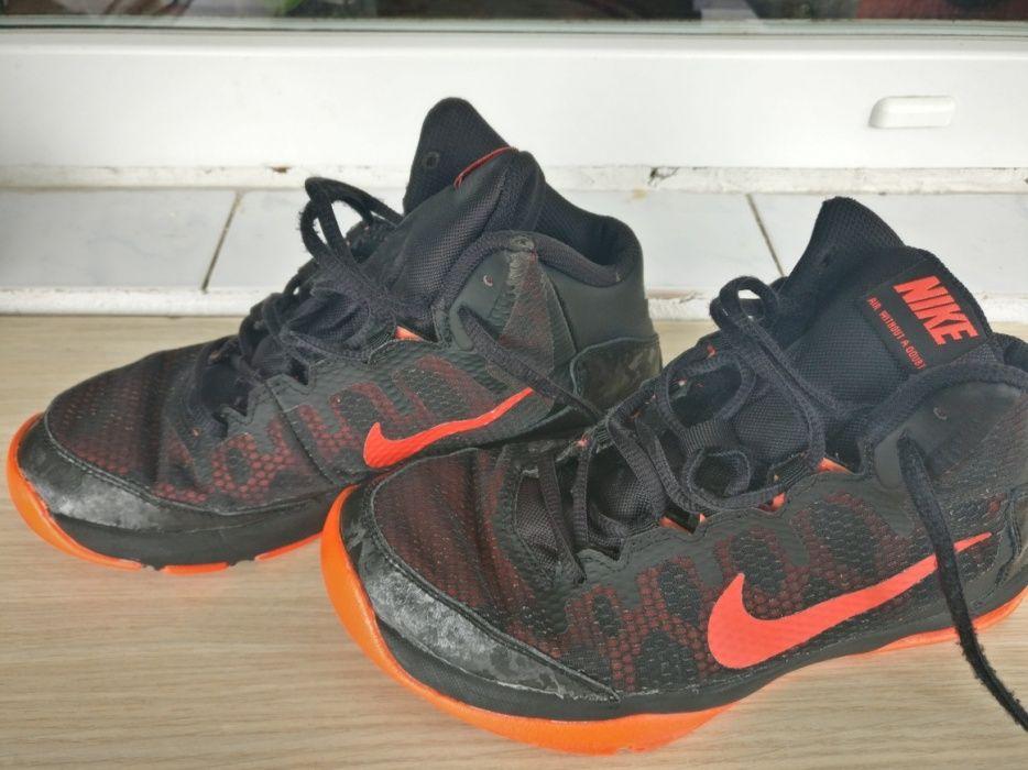 Adidași Nike baschet