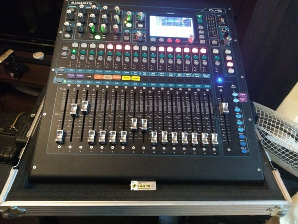 mixer digital Allen & Heath Qu 16 Chrome cu case