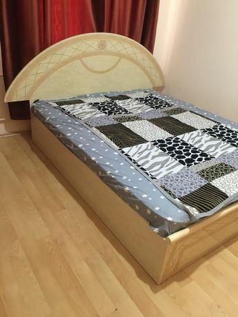Продам двуспальную кровать с матрасом. Пружины целые.матрас новый