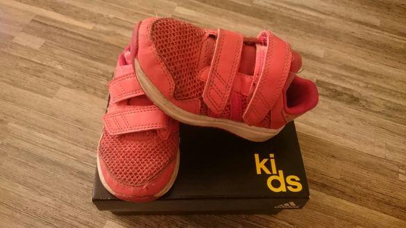 Маркови маратонки Адидас/ Adidas за малки принцеси на супер цена!