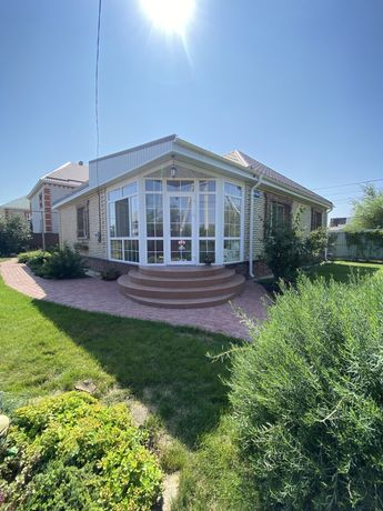 Уютный домик с зелёным двором