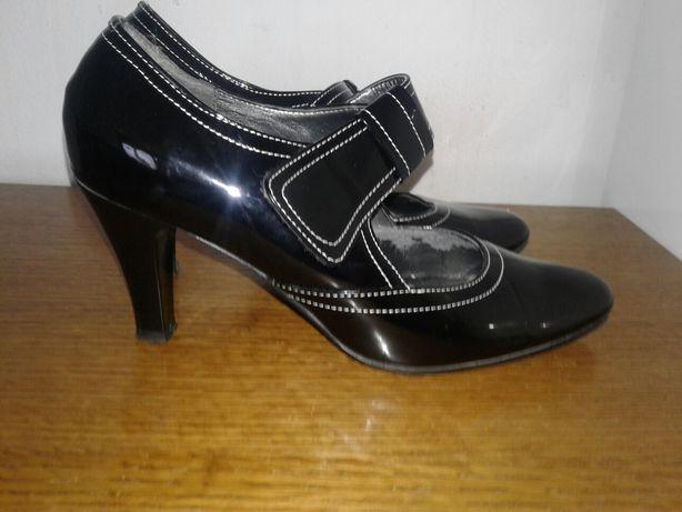 Sandale si pantofi