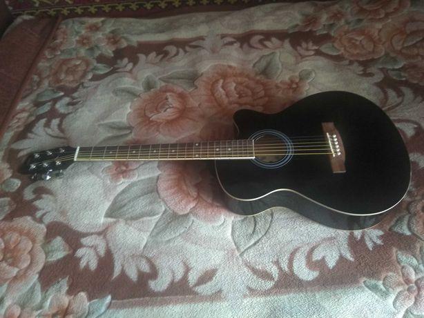 Продается аккустическая гитара за 14 000