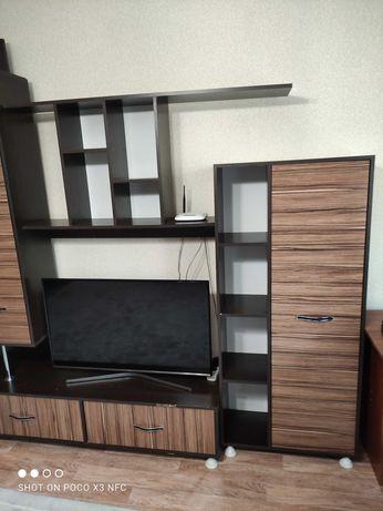 Стенка в гостиную под телевизор в хорошем состоянии
