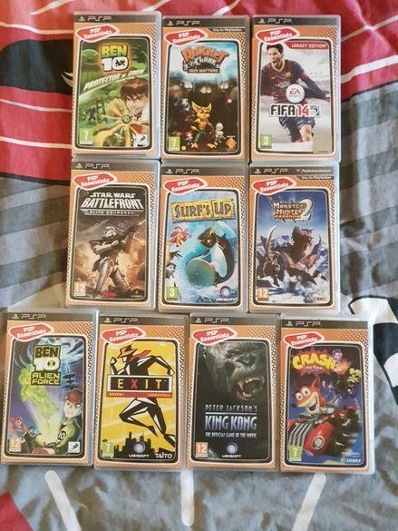 Продавам сет от 10 игри за PSP