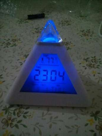 Ceas de camera cu termometru