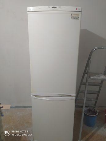 Холодильник в отличном состояние