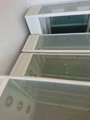 Витрини от алуминии и стъкло,има и осветление.
