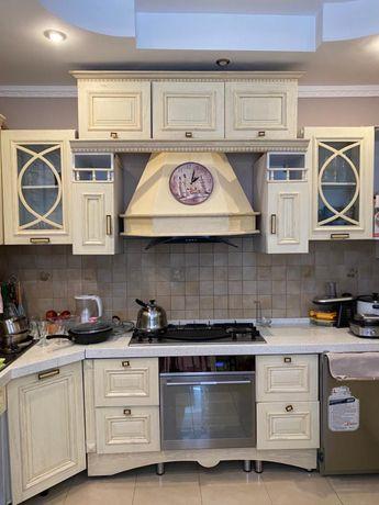 Продам кухонный гарнитур из натурального дерева