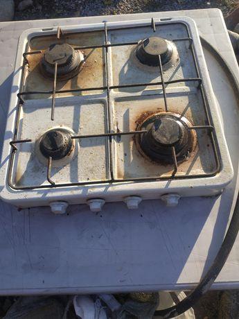 Газ плита четырех конфорок