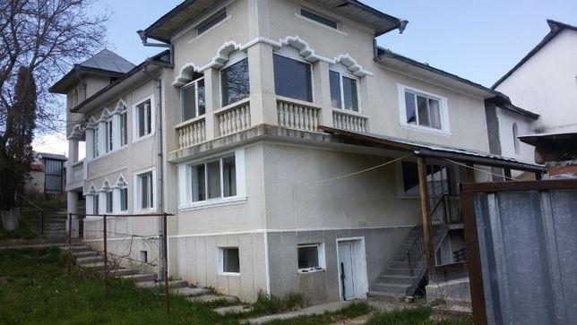 Vand casa(vila) cu anexe si teren in Targu Lapus