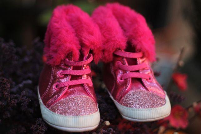Botosei Papuci Ghetute calduroase cu blanita si sclipici 9-12 luni