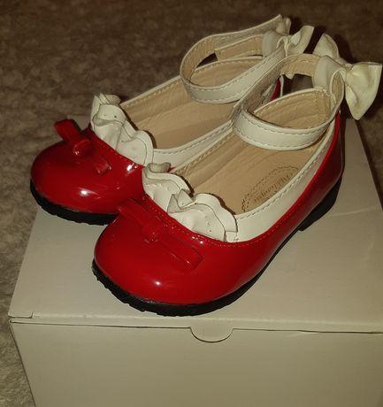 Продам туфельки для девчонки 24 размер