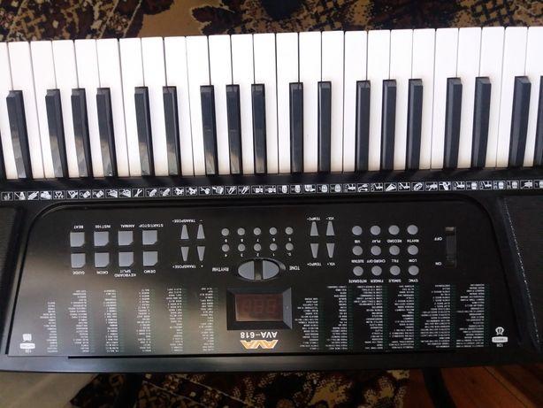 Продам синтезатор AVA -618