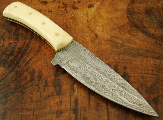 Cuțit de bucătărie din oțel damasc de 19 CM.
