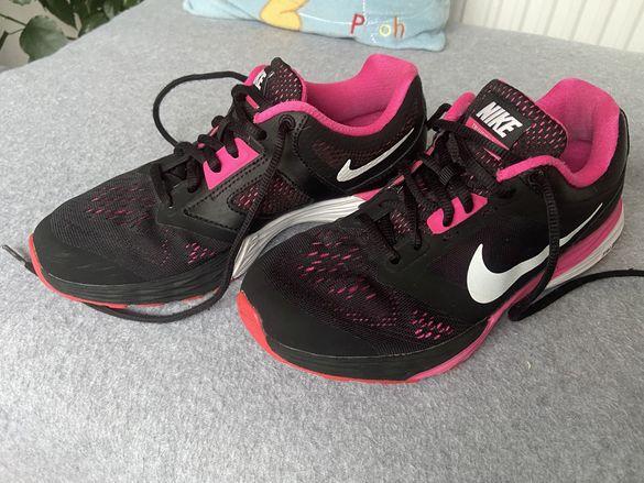 Маратонки Nike номер 38
