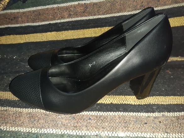 Черни обувки с нисък ток