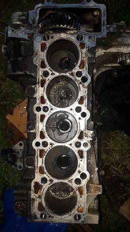 Motor Touareg 2.5 Bac fara chiuloasa cu un piston fisurat