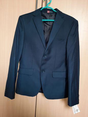 Костюм новый. Пиджак, брюки, жилетка, рубашка. 42 размер,164 рост