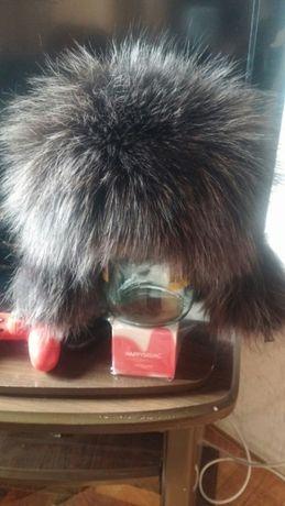 Продам шапки(новые) из чернобурки, первая с кожаной вставкой