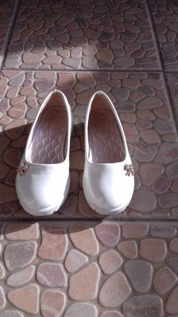 Vand pantofi fetita 18 lei neg.