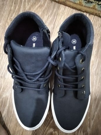 Обменяю кросовки осенние  новые размер не подашел на 34 размер