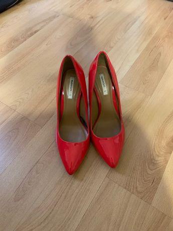 Stiletto roșii, 37