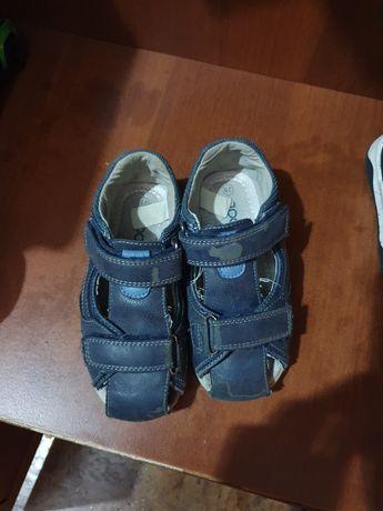 Продам сандалики на 3-4 года